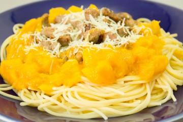 Receta de espaguetis con mango y carne