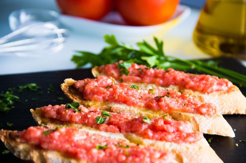 050-pan-tomate-ajo-perejil-P7