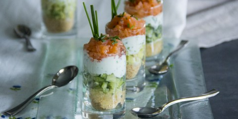 187-01-1-vasito-salmon-ahumado-salsa-yogur-cebollino-YT-1280x720