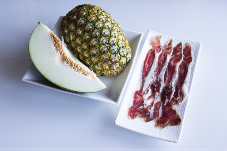 089-brochetas-jamon-frutas-ingredientes1